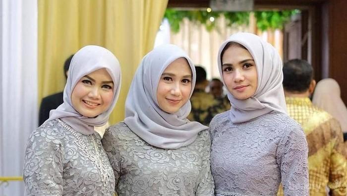 Cantik dan Menawan, 7 Model Baju Pesta Muslim Sederhana Ini Cocok Banget buat Kondangan!