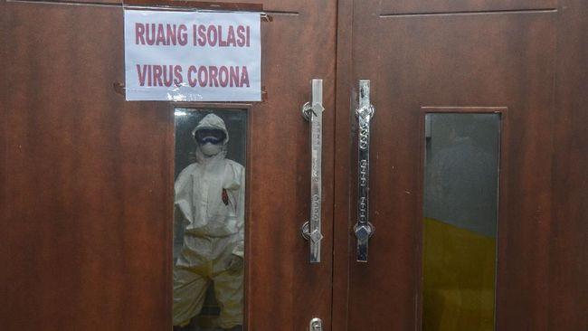 Anggota Polres Kolaka itu merupakan kerabat PDP virus corona. Ia kini mengalami gejala-gejala seperti sakit pada tenggorokan, batuk, demam, dan juga flu.