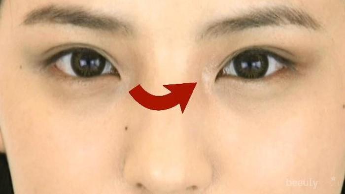 Tidak terlihat mencolok! Teknik membuat mata terlihat besar seperti pahatan