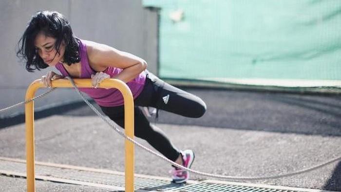 Mau Tampil Stylish Saat Olahraga? Intip Sepatu Olahraga Wanita Ala 3 Selebriti Ini!