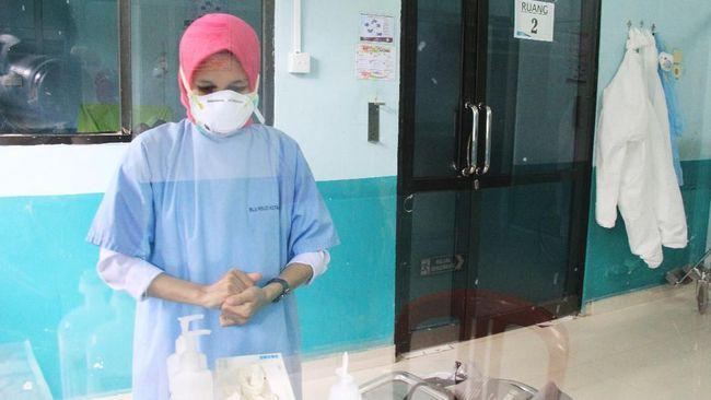 Jumlah pasien positif terinfeksi virus corona (Covid-19) di Indonesia per 31 Maret 2020 ada 1.528 kasus dengan korban meninggal mencapai 136 orang