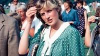 Meski sudah memasuki kehamilan 9 bulan, Putri Diana masih mendampingi Pangeran Charles bertanding polo. Foto ini diambil pada 12 Juni 1982 di Windsor, 9 hari sebelum melahirkan Pangeran William. (Foto: Instagram @princessdianadiary)