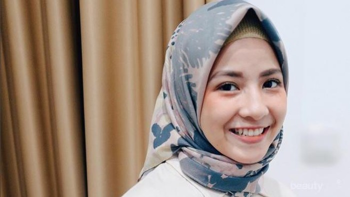 Psst, Ini Dia Mix And Match Hijab Motif Ala Artis Indonesia yang Bisa Jadi Inspirasi