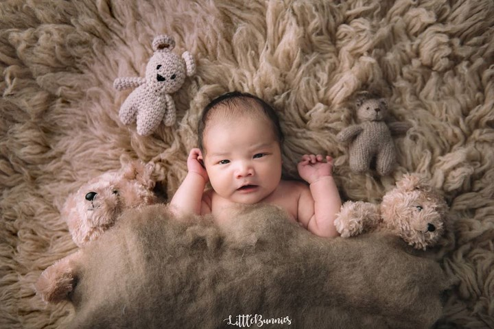 Vicky Shu begitu bahagia usai kelahiran putra keduanya. Penyanyi cantik ini pun berbagi foto-foto sang bayi di akun Instagram pribadinya. Bunda intip yuk.