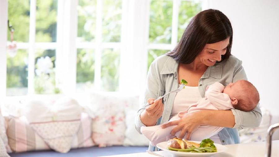 Ibu Menyusui, Hindari 7 Makanan yang Bikin Bayi Kembung