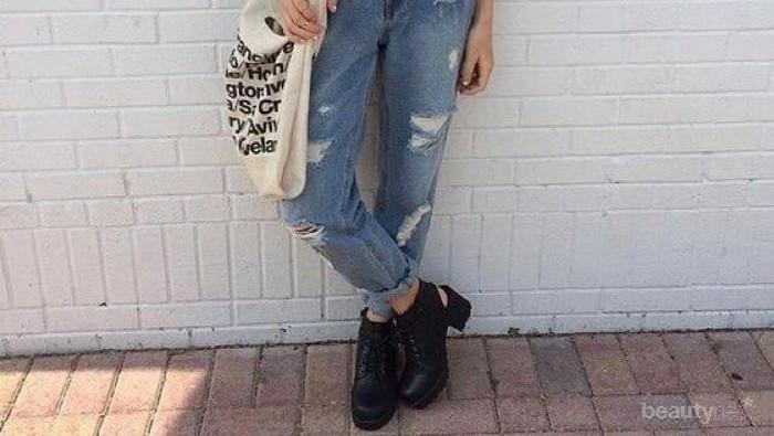 5 Cara Nyaman & Keren untuk Memakai Boyfriend Jeans Saat Cuaca Panas