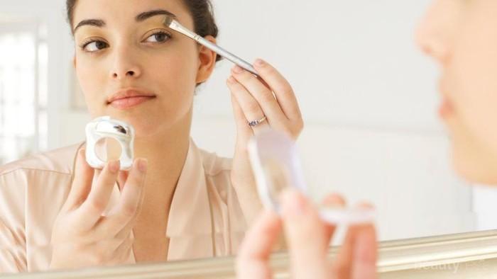Trik untuk Mengaplikasikan Makeup Secara Cepat saat Terburu-Buru