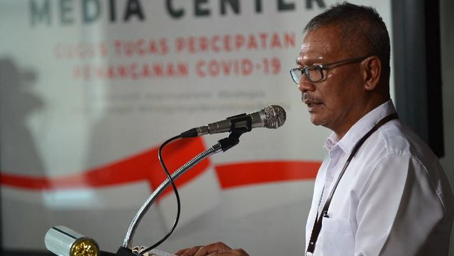 Juru Bicara Pemerintah untuk Penanganan COVID-19 Achmad Yurianto menyampaikan keterangan pers di Jakarta, Selasa (17/3/2020). Pemerintah menyatakan status keadaan tertentu darurat penanggulangan virus corona atau COVID-19 berlaku sampai 29 Mei 2020, sementara jumlah pasien positif COVID-19 tercatat sebanyak 172 kasus hingga Selasa (17/3). ANTARA FOTO/Aditya Pradana Putra/hp.