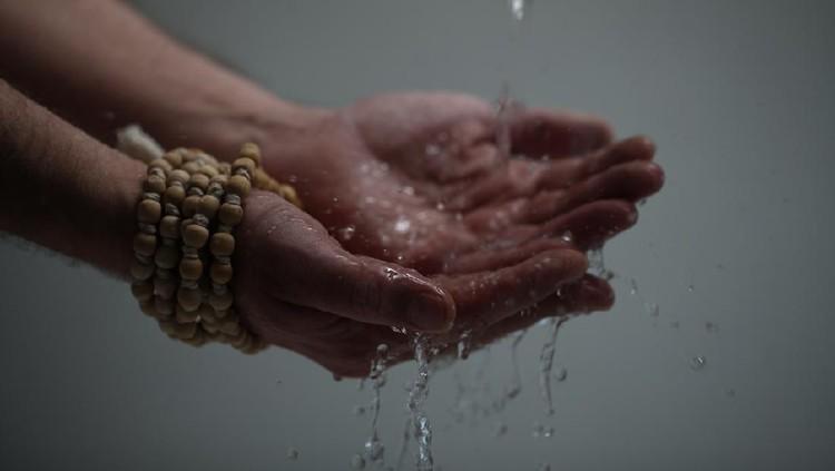 Setelah selesai haid, Bunda diwajibkan kembali menyucikan diri dengan mandi besar. Seperti apa tata cara melakukannya yang tepat?