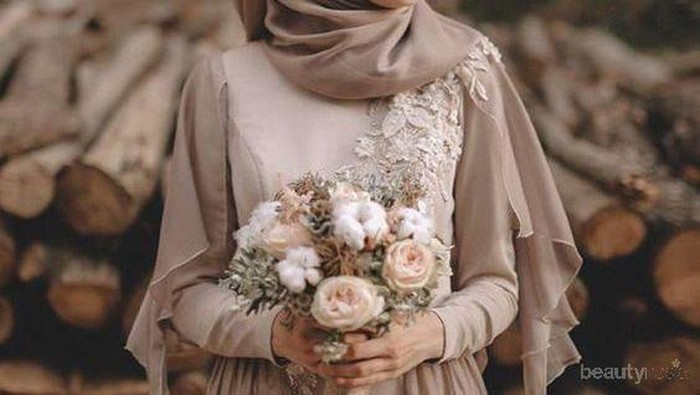 Selain Putih, 6 Gaun Pernikahan Muslim Berwarna Ini Juga Tampak Anggun dan Elegan