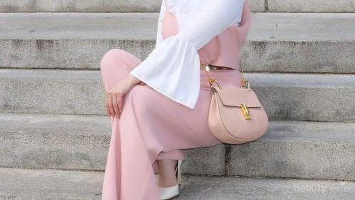 5 Tips Kombinasi Warna Baju yang Pas untuk Padu Padan Warna Hijab Merah Muda
