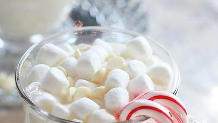 Yuk Hangatkan Tubuh di Musim Hujan dengan Resep White Hot Chocolate Manis Ini!