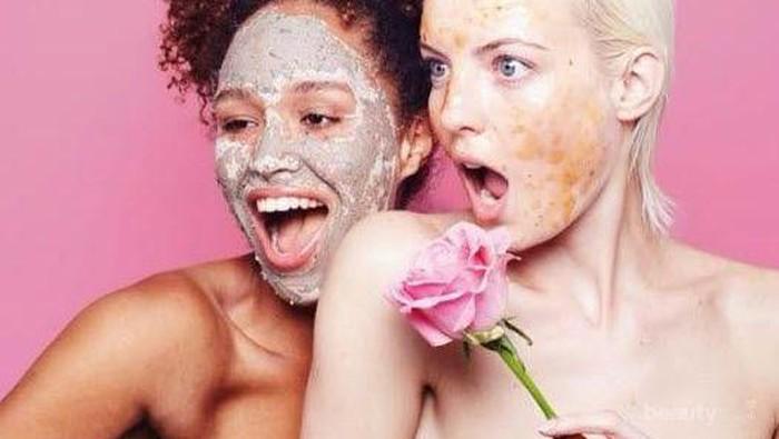 Wajah Cerah Berseri Berkat Charcoal Purifying Glow Mask yang Lagi Nge-hits Ini!