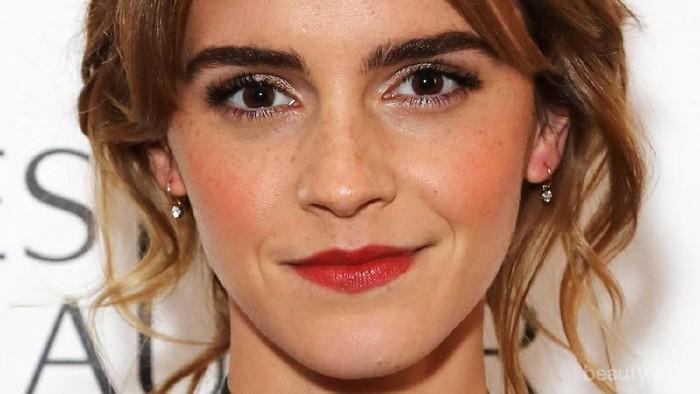 Tampil Lebih Keren, Tiru Ide Baju Ngantor ala Emma Watson Ini, Yuk!