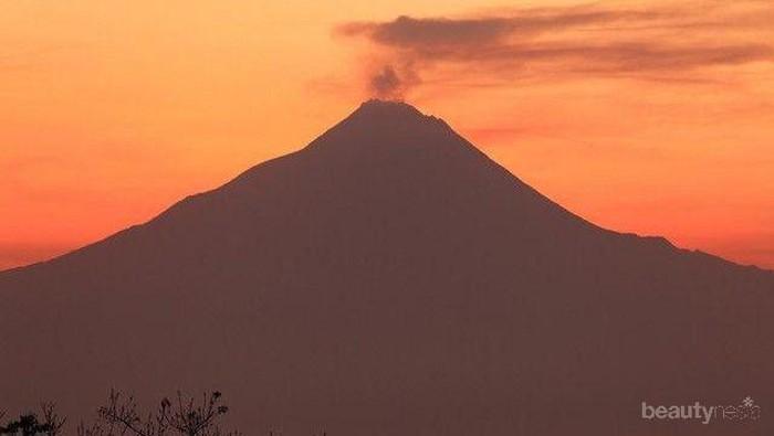 Dikenal Paling Angker, Berani Daki Gunung di Pulau Jawa Ini?