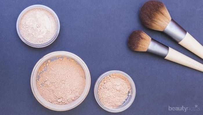 Enggak Hanya Menyempurnakan Makeup, Ini Manfaat Lain Pakai Bedak Tabur