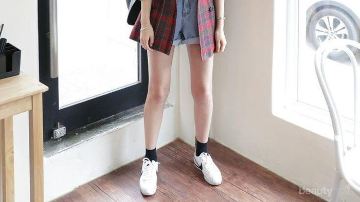 Gaya Berpakaian Lucu ala Cewek Korea Ini Bikin Kamu Awet Muda, Contek Yuk!