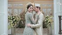 <p>Meski digelar sederhana, pernikahan Syamsir dan Bunga begitu sakral. Resepsi pernikahan sendiri harus ditunda karena pandemi virus Corona. (Foto: Instagram @weddingkuconcierge)</p>