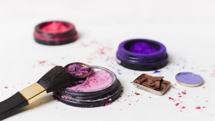 Dibuang Sayang, Ini Tips Perbaiki Lipstik Patah dan Makeup Pecah Biar Bisa Tetap Dipakai