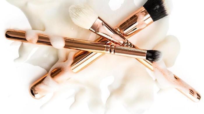 5 Jenis Pembersih Alat Makeup yang Harus Dimiliki Para Makeup Enthusiast