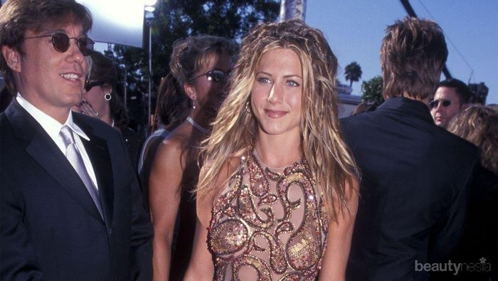 Red Carpet Dresses ala Jennifer Aniston, Tetap Memukau di Usia 51 Tahun!