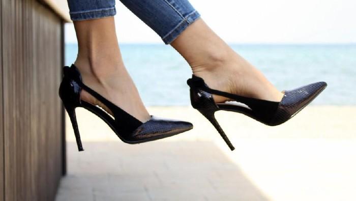Tips Mengakali Sepatu yang Kebesaran Agar Tetap Nyaman Dipakai
