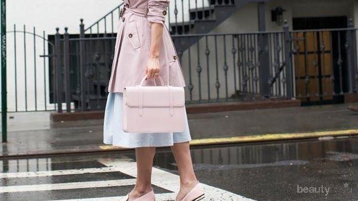 Ini 6 Selebriti yang Tetap Fashionable di Musim Hujan!