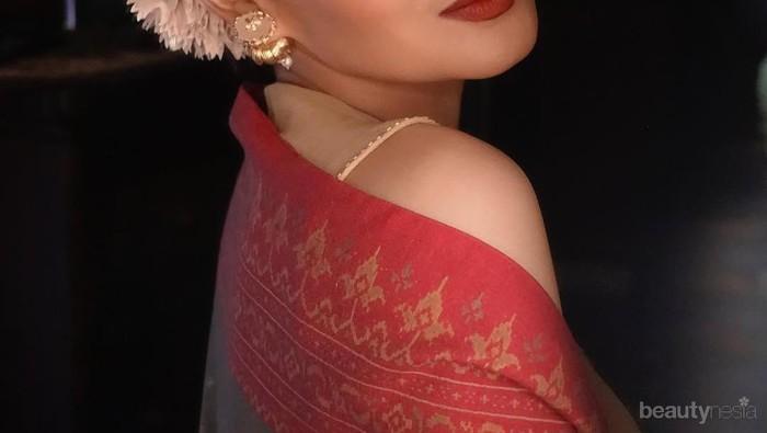 10 Foto Transformasi Wajah Yuni Shara yang Tetap Cantik dan Menolak Tua