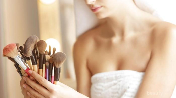 Fungsi Shampoo Bayi untuk Bersihkan Brush Makeup