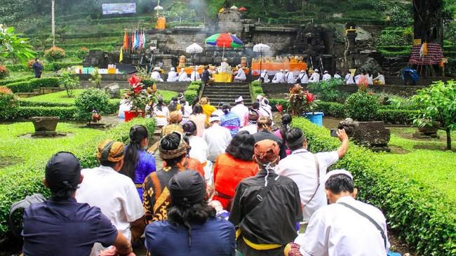 Tahun ini, umat Hindu Bali di Indonesia merasakan suasana Melasti yang berbeda dibanding sebelumnya, lebih sunyi karena epidemi.