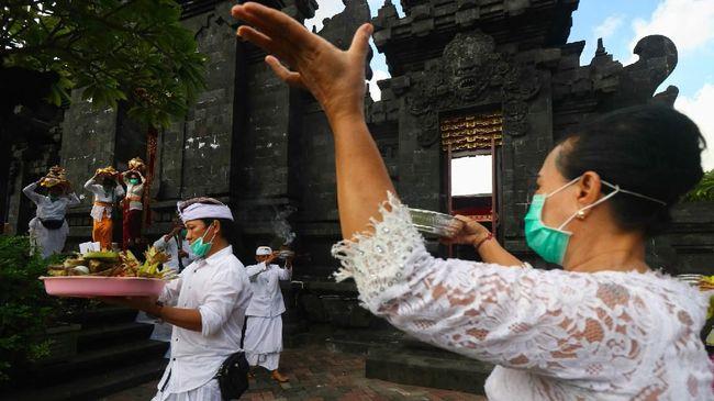 Di momen Nyepi, umat Hindu harus menjalani sejumlah ritual atau cara masyarakat merayakan nyepi, baik sebelum hari raya hingga sesudah hari raya.