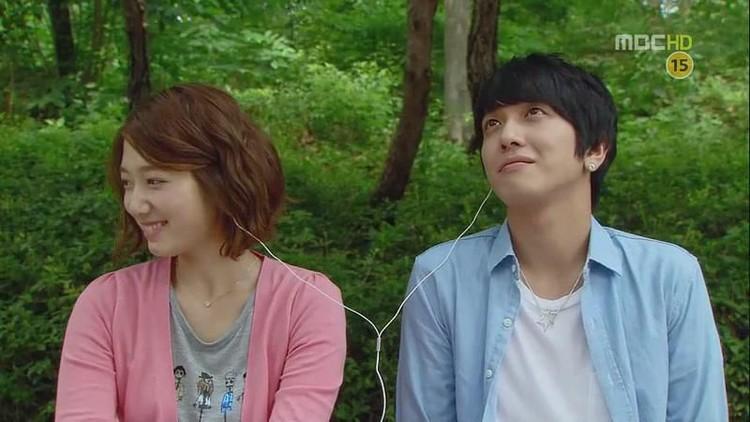 Salah satu drama Korea romantis yang populer di kalangan penggemar, yaitu yang bertema musik. Selain berakting, pemeran utamanya juga jago bermusik, Bun.