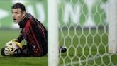 Mantan kiper AC Milan asal Australia Zeljko Kalac memiliki tinggi 202 sentimeter. Kalac meraih sukses bersama Milan dengan merebut Liga Champions 2007 meski menjadi cadangan Nelson Dida. (AFP PHOTO / FILIPPO MONTEFORTE)