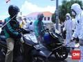 Pemprov Jatim Semprot Disinfektan 600 Driver Ojol di Surabaya