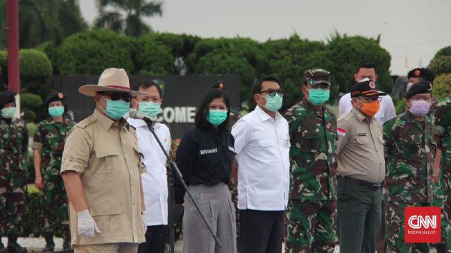 Prabowo mengatakan jika di zaman perang dulu, tentara berada di garis depan, kini dokter, perawat, dan petugas media justru menjadi pahlawan bangsa.