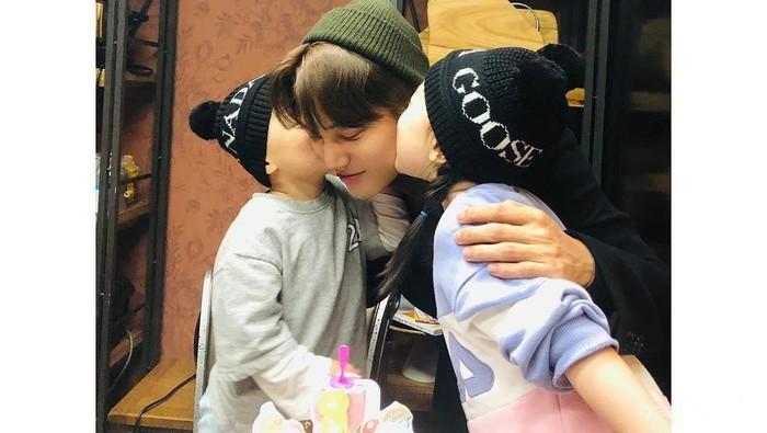 Menggemaskan! Berikut Ini Interaksi Idol K-Pop Bersama Keponakannya