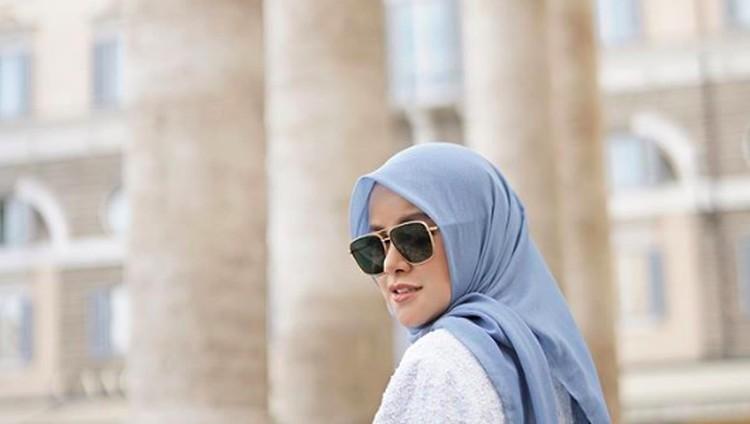 Olla Ramlan menjadi salah satu artis yang hobi main TikTok nih, Bun. Gaya hijabnya pun ikut mencuri perhatian netizen lho. Simak yuk gayanya!