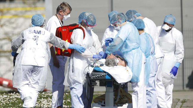 Prancis mengevakuasi pasien virus corona dari rumah sakit di bagian timur untuk memperbanyak ruang perawatan intensif.