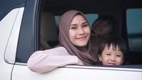 <p>Pada pekan lalu, Zaskia Adya Mecca mengaku nekat menyetir mobil sendiri ke Yogyakarta. Saat itu, Zaskia bertekad menyusul sang suami, Hanung Bramantyo. (Foto: Instagram @zaskiadyamecca)</p>