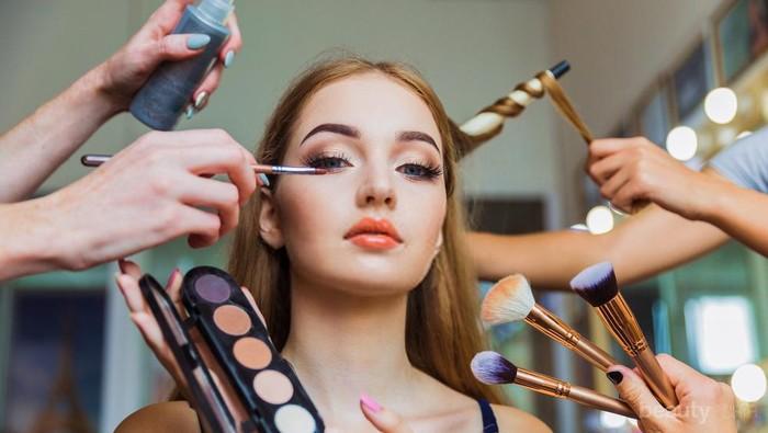 Biar Kulit Bersih Terawat, Ini Tips Efektif Hapus Heavy Makeup