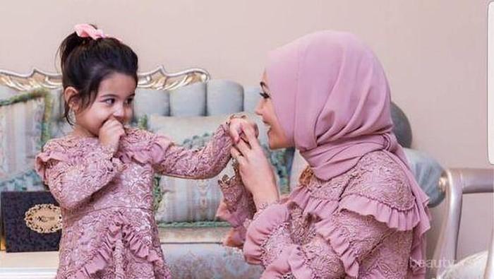 5 Doa Sederhana untuk Kebahagiaan Ibu
