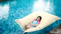 <p>Anak-anak Rio punya cara tersendiri untuk mengisi waktu luannya, salah satunya dengan berenang. <em>Hemm,</em>aku santai dulu ya, Bunda. (Foto: Instagram/@rio.stokhorst) </p>