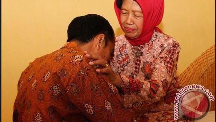 Ibunda Jokowi Wafat, Yusuf Mansur Nangis Bingung Tak Bisa Takziah
