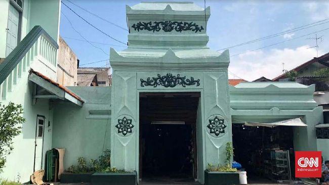 Kawasan Wisata Religi Ziarah Makam Sunan Ampel, Surabaya, tutup sementara waktu demi mencegah penyebaran virus corona.