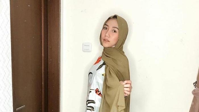 Gaya Hijab ala Maydinah Hanifah, Sahabat Rachel Vennya yang Gak Kalah Memesona