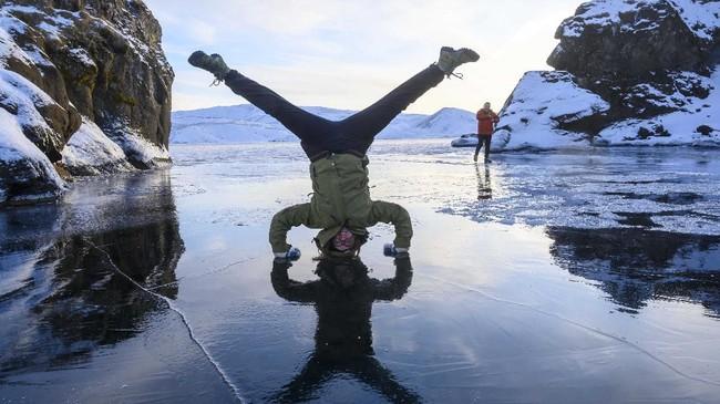 Metode Wim Hof, metode berendam dalam es untuk kesehatan, yang dinamai dari sosok atlet asal Belanda.