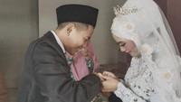 <p>Tegar Septian usianya masih 18 tahun, sedangkan istrinya 4 tahun lebih tua dari Tegar. (Foto: Instagram @tegar_official)</p>