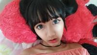 <p>Sarah yang punya rambut berponi, wajah mungil dan mata lebar, membuatnya sering disebut mirip barbie oleh para netizen. (Foto: Instagram @sarahsheilka)</p>