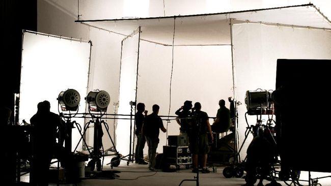 Para pekerja lepas di Inggris yang menganggur karena produksi industri film Inggris ditunda akibat corona mendapatkan bantuan untuk tetap bertahan hidup.