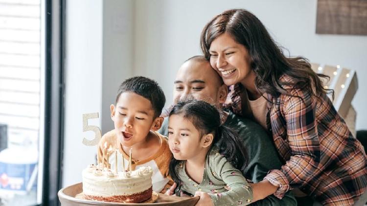 Ilustrasi ulang tahun anak di rumah